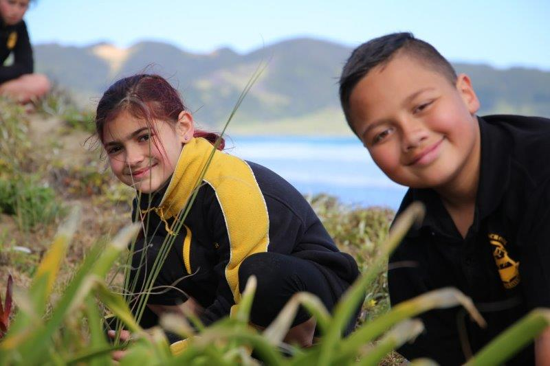 Young kaitiaki hit the dunes for Conservation Week | Te Rūnanga o Te Rarawa
